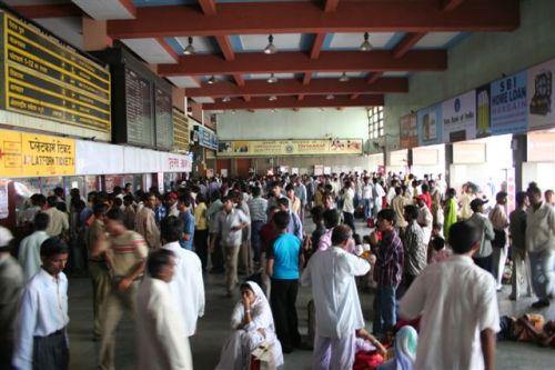 Estação de comboios em Delhi