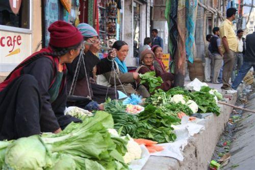 Mercado de rua em Leh