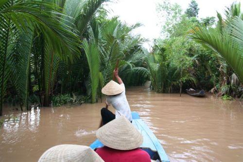 Viagem de canoa pelos canais