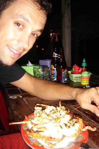 O Sérgio a comer uma bela lagosta