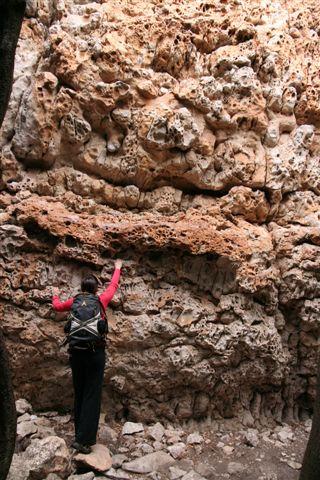 Uma das paredes mais estranhas e bonitas de San Fausto