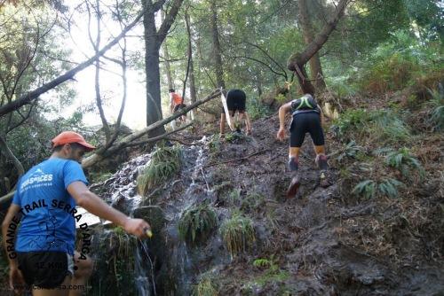 Samuel na trepada final nas margens do Âncora, uma autêntica escalada na lama